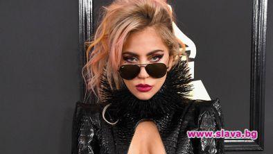 Лейди Гага компенсира фенове с пица