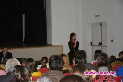 Мегз предизвика фурор на лекцията си в Симитли