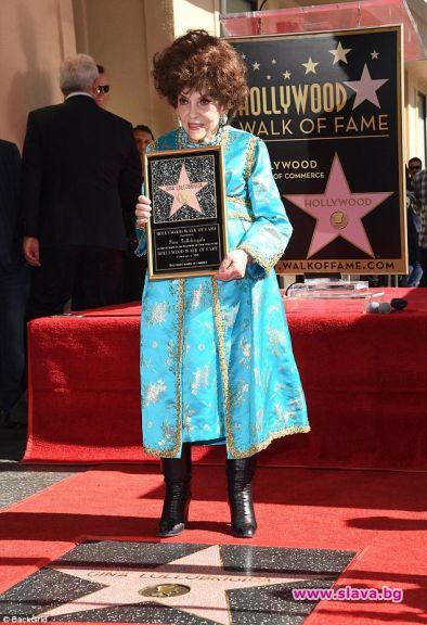 Джина Лолобриджида получи звезда на Алеята на славата