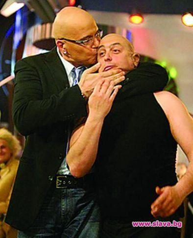Дългия прецакал Краси Радков за театъра, вързал го с железен договор