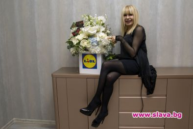 Бели орхидеи и черен шоколад откриват турнето на Лили Иванова