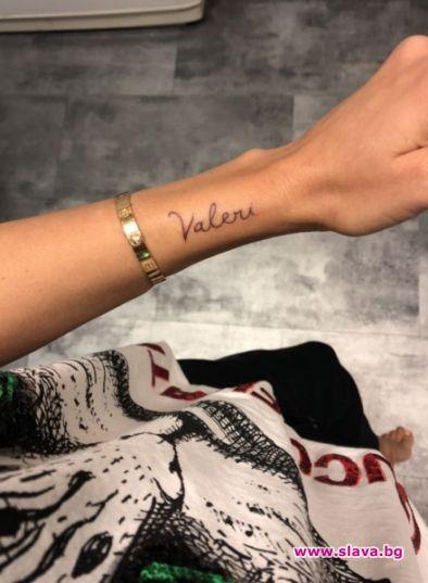 Алисия си татуира името на любовта