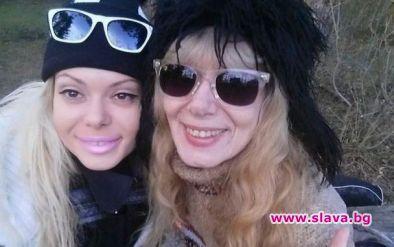 Албена Вулева не си говори с майка си