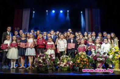 Димитър Бербатов награди талантливи деца за 10-та поредна година