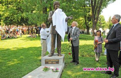 Откриха паметник на Емил Димитров