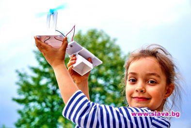 Показват мини водородни коли на деца и младежи пред НДК