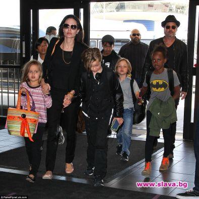 Анджелина отстъпи децата на Брад