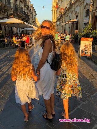 Сара Джесика Паркър с близначките в Сицилия