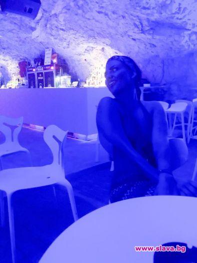 Деси Цонева пие и в пещера