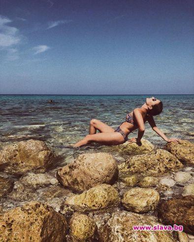 Михаела Маринова на море без гаджето