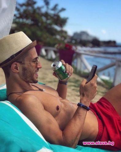 Наум Шопов учи сценарии на плажа