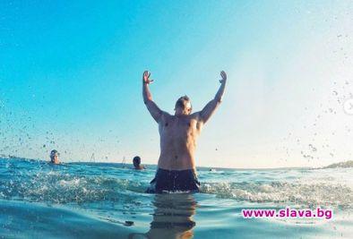 Атанас Колев бройка гаджета по плажа