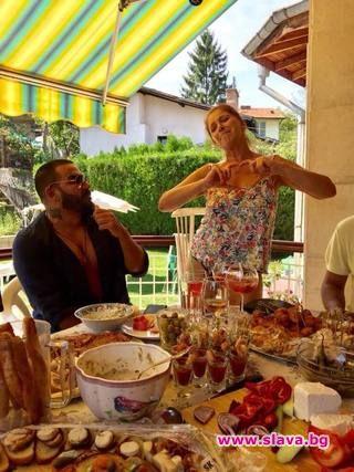 Катето Евро с градинско парти за рождения ден