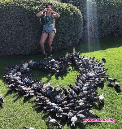 Джулиана Гани получи сърце от живи гълъби в Париж