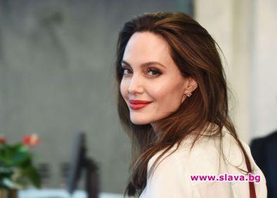 Джоли работи по нов филм