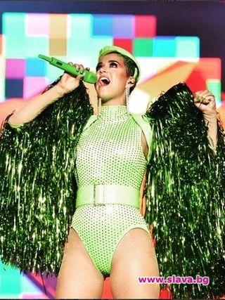 Кейти Пери със зелена коса