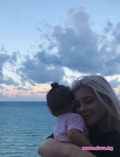 Кайли Дженър си почива със Сторми в Маями