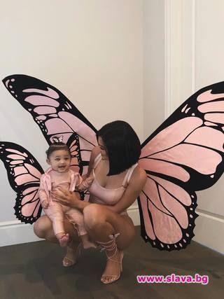 Кайли Дженър и Сторми станаха пеперуди за Хелоуин