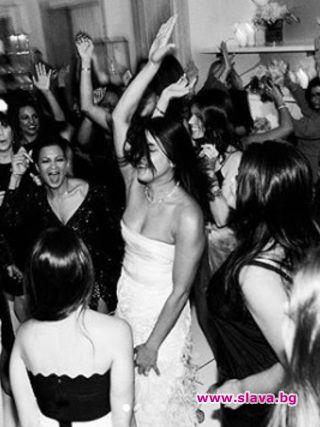 Приянка Чопра в рокля на Marchesa на моминското си парти
