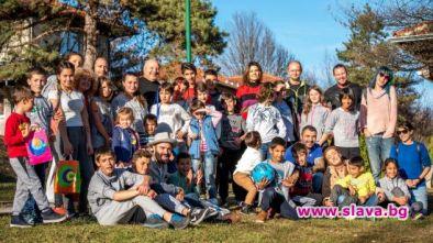 Стана Катич прегърна малчуганите в SOS детско селище Трявна
