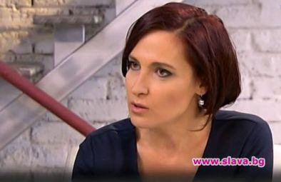 Ани Цолова се моли за работа на Деси Стоянова
