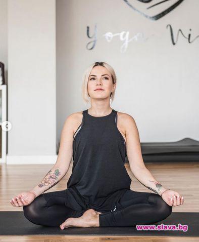 Поли Генова тръгна на йога за бременни