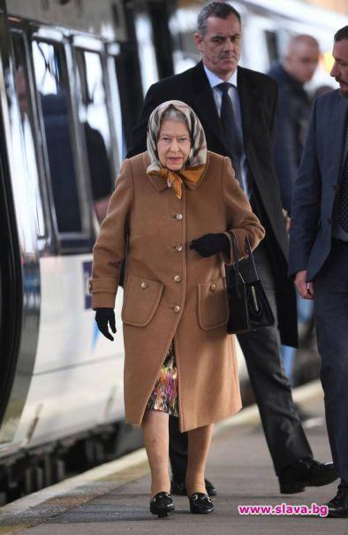 С влак кралицата замина за Коледа