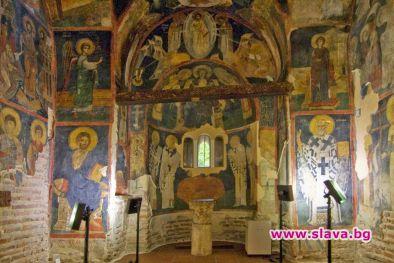 Боянската църква грейна с нова светлина за Коледа