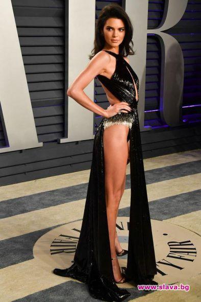 Кендъл Дженър със секси тоалет на Оскарите