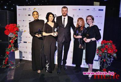 400 ВИП гости аплодират Жена на десетилетието