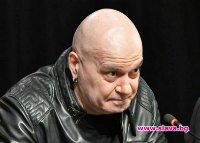 Слави остана без актьори, иска да си върне Виктор Калев