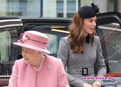 Кралицата и Кейт излязоха заедно за първи път сами