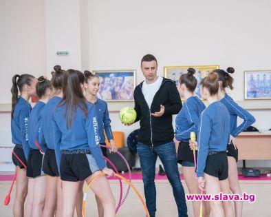 Бербатов засне специална фотосесия с ансамбъла по художествена гимнастика