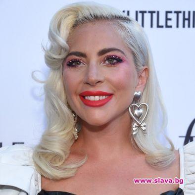 Лейди Гага черпи за рождения си ден с почивка в Кабо