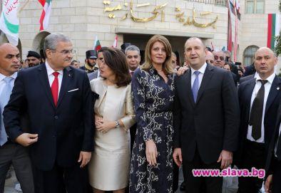 Деси Радева с рокля със змийски десен в Ливан