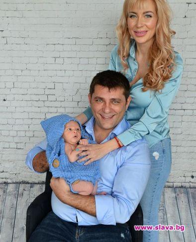 Акушерка научила Антония Петрова как да къпе и кърми бебето