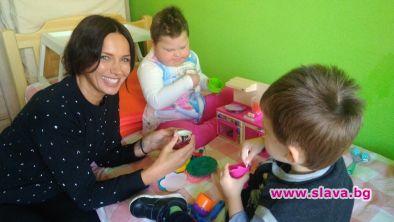Бригада нов дом подаде ръка на дете със Синдром на Даун и левкемия
