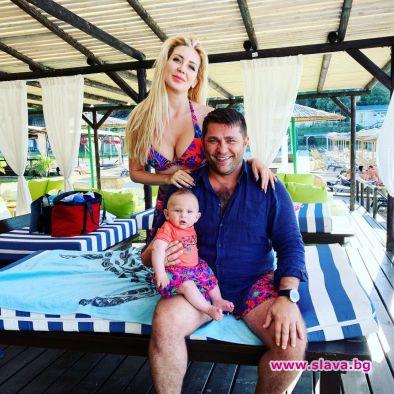 Антония и Ивайло заведоха сина си на Златни пясъци за 1 юни