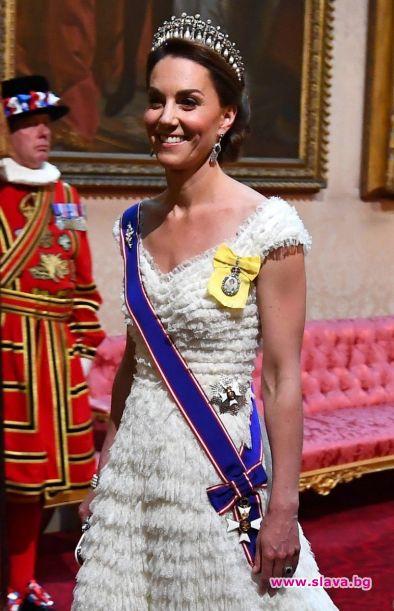 Кейт Мидълтън посрещна Тръмп в рокля Alexander McQueen