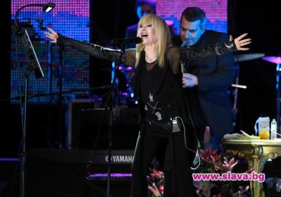 Лили Иванова разпродаде турнето си