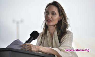 Анджелина Джоли припадна от слабост и изтощение