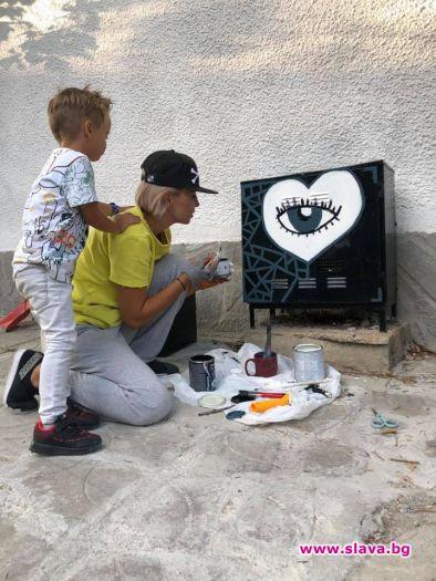 Ирина Тенчева рисува графити