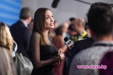 Анджелина Джоли: Не бях силна, но трябваше да се стегна