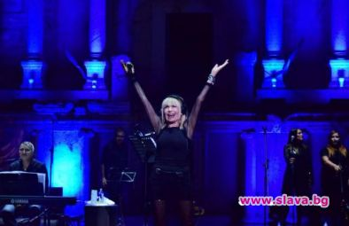 Лили Иванова зарадва феновете си с нова песен