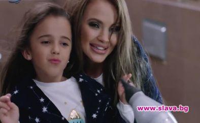 Мария води 11-годишната си дъщеря на грим