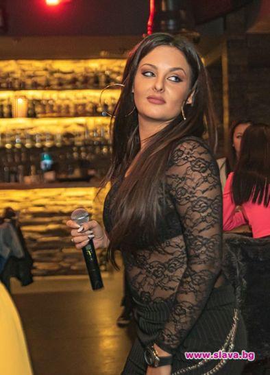 Симона Загорова в тежка битка с килограмите