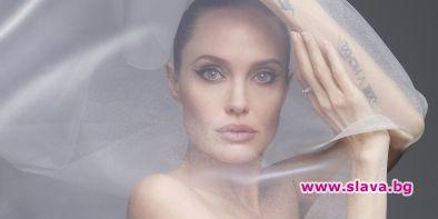 Анджелина Джоли: Щом децата навършат 18 се местим в чужбина