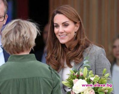 Кейт заложи на бизнес стил за благотворително събитие
