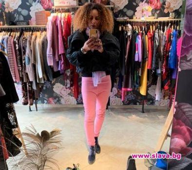 Любимата танцьорка на Слави стана продавачка