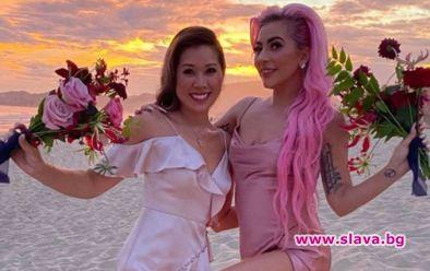 Лейди Гага в розово на сватбата на най-добрата си...